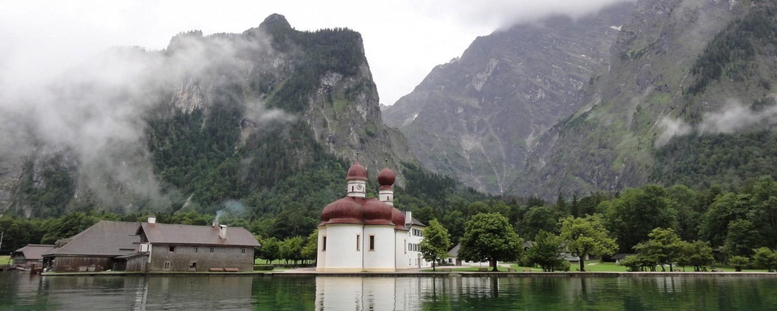 Arnoweg: Die Kirche von St. Bartholomä am Königssee