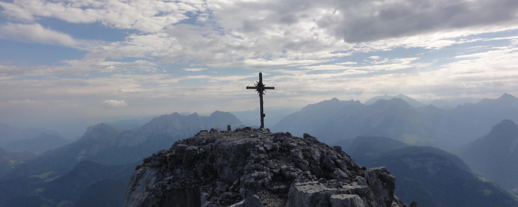 Arnoweg: Das Gipfelkreuz des Ochsenhorn