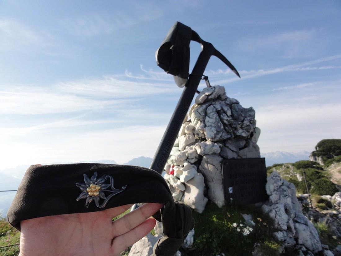 Arnoweg: Gebirgsjägerdenkmal am Untersberg