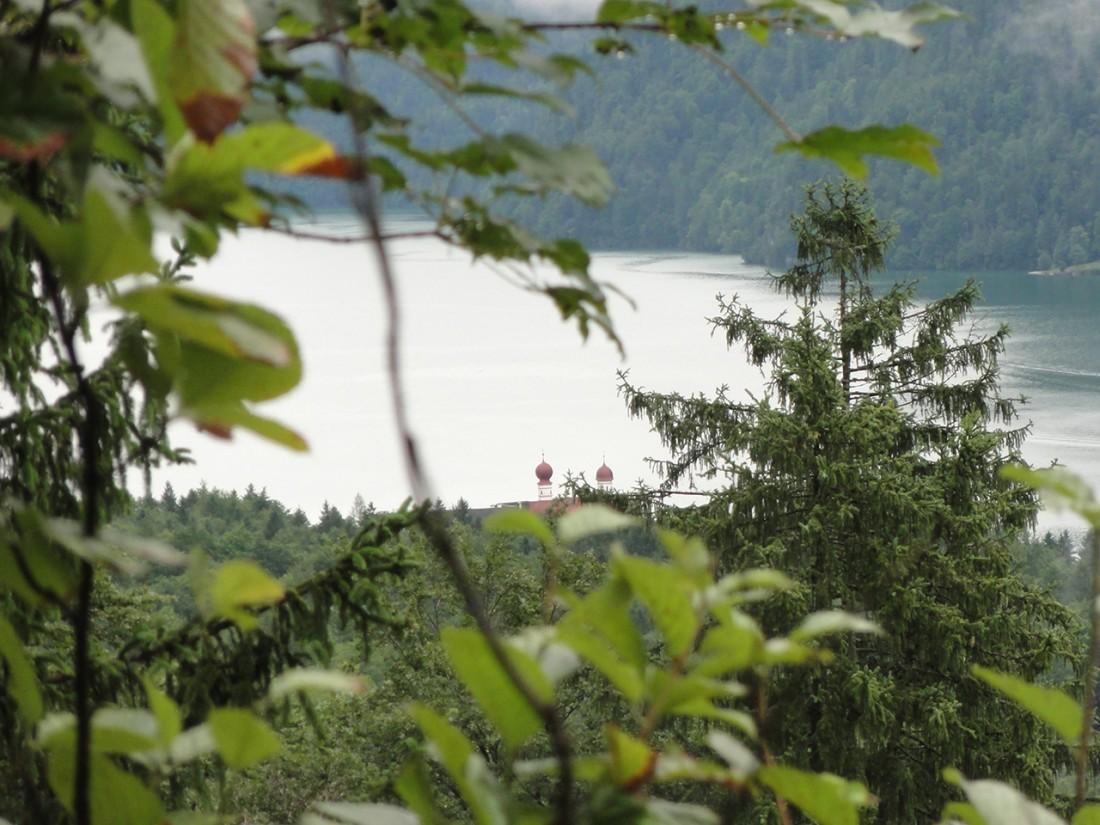 Arnoweg: Blick über den Königssee und St. Bartholomä
