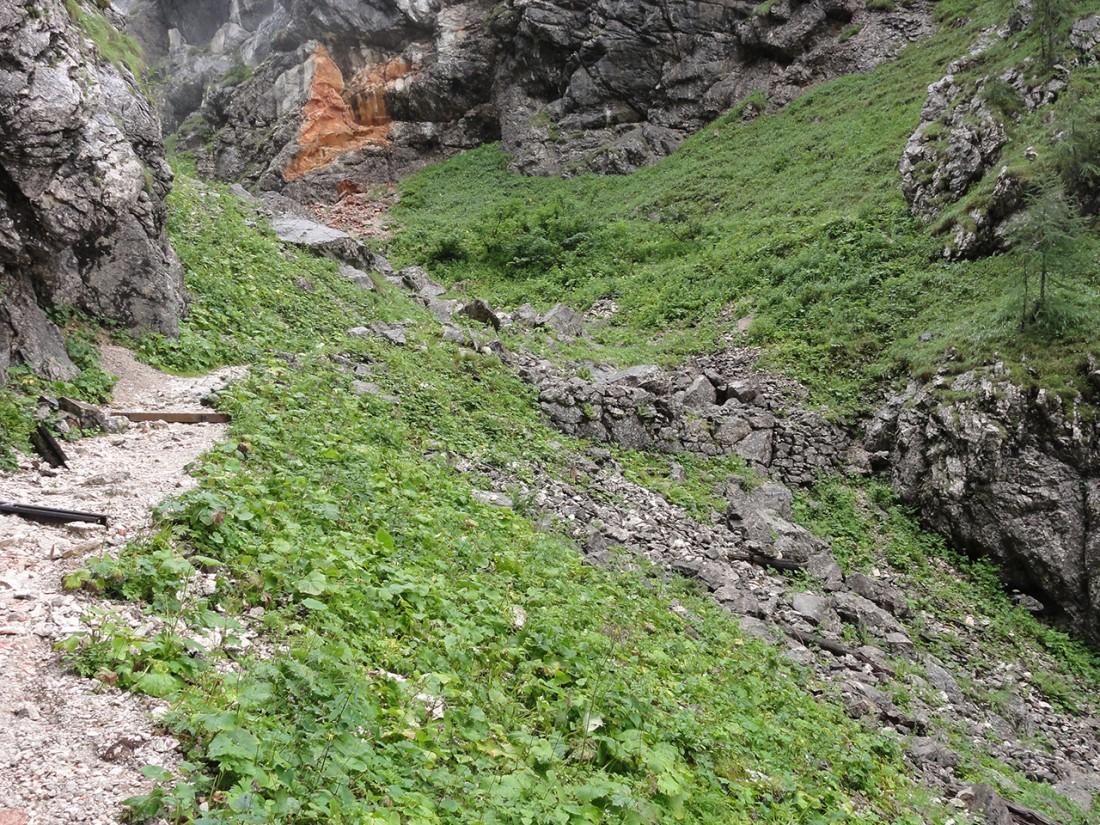 Arnoweg: Überreste der Saugass-Mauer