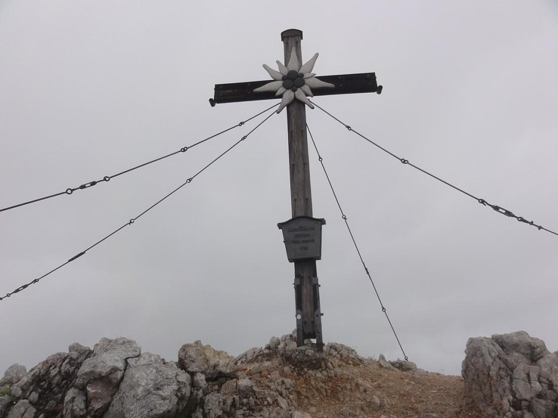 Arnoweg: Gipfelkreuz am Großen Hundstod (2594 m)