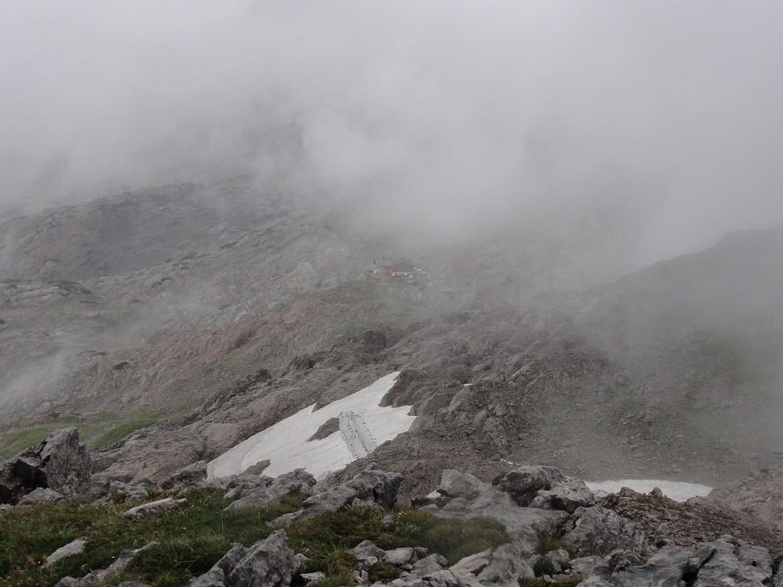 Arnoweg: Abstieg vom Großen Hundstod (2594 m) Richtung Ingolstädter Haus