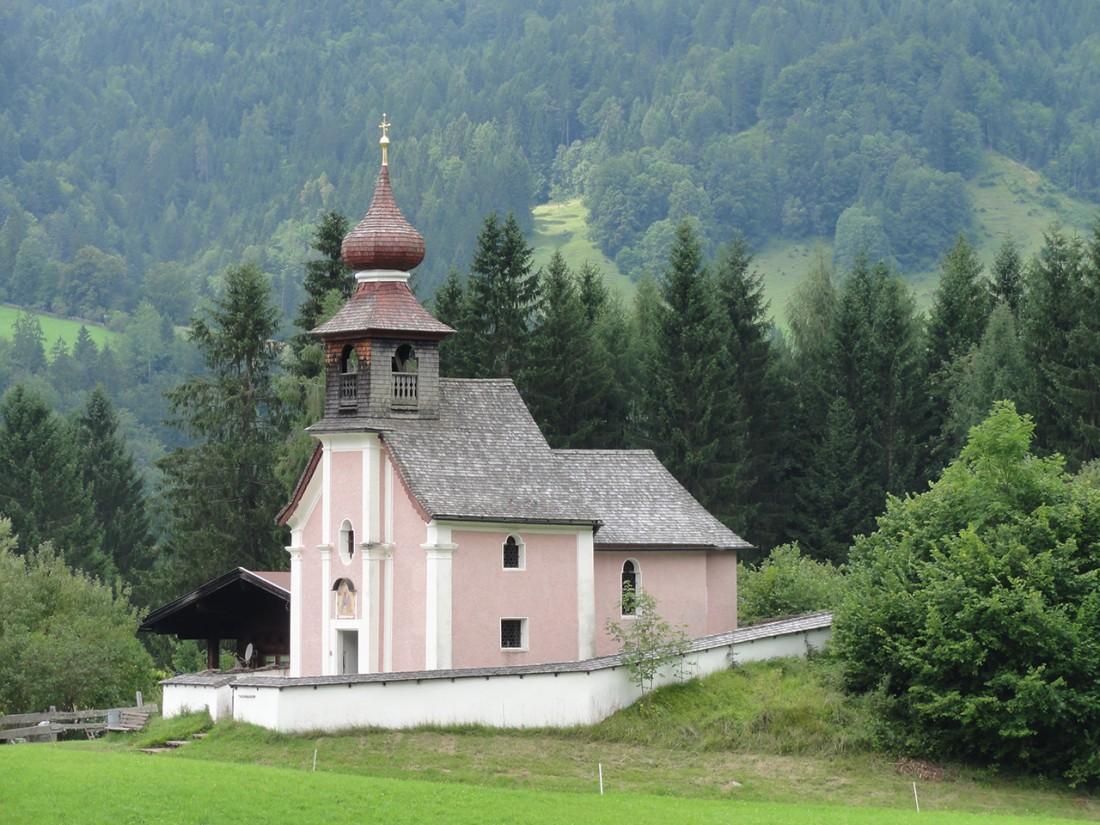 Arnoweg: Die kleine Kirche in Au bei Lofer
