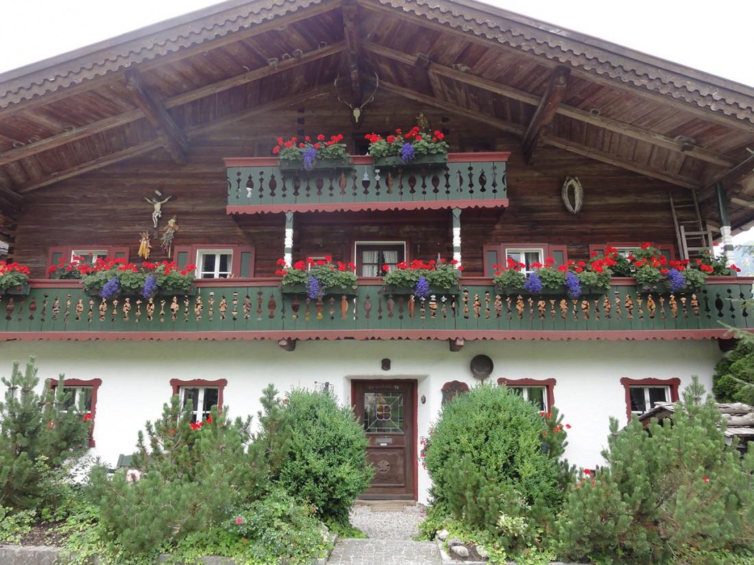 Arnoweg: Idyllische Bauernhäuser in Au bei Lofer