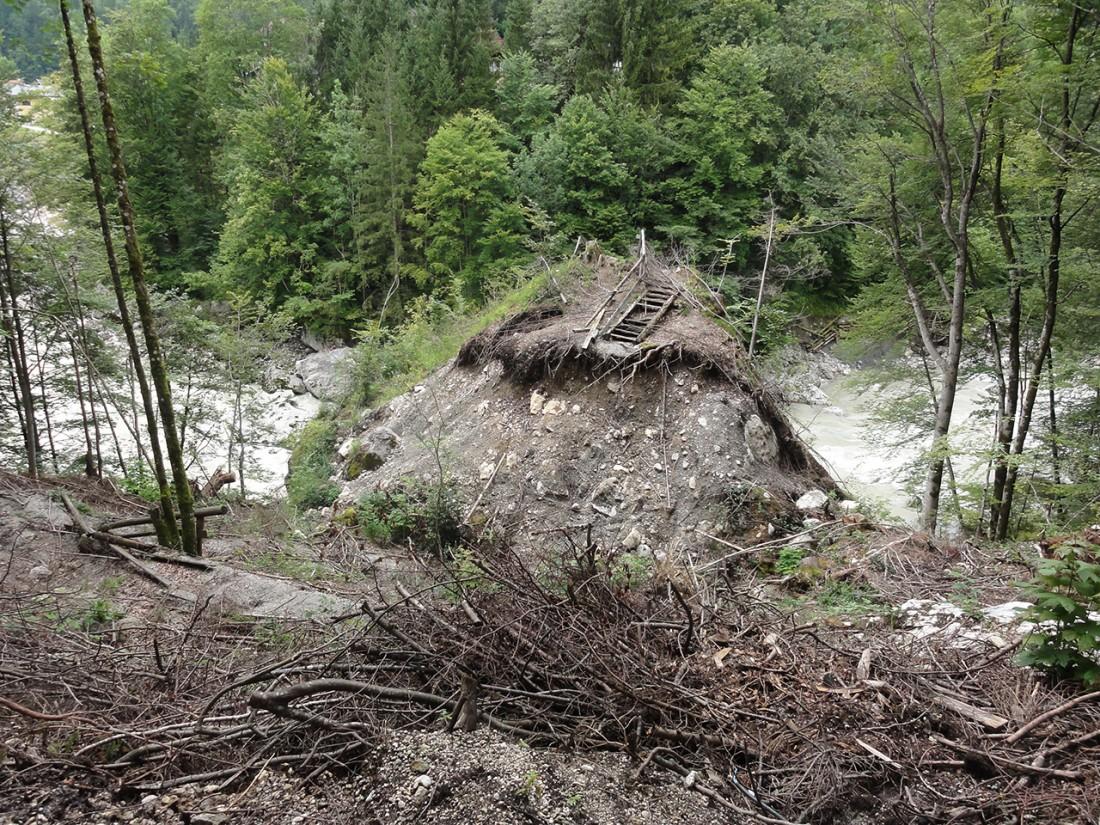 Arnoweg: Der durch das Hochwasser zerstörte Triftsteig