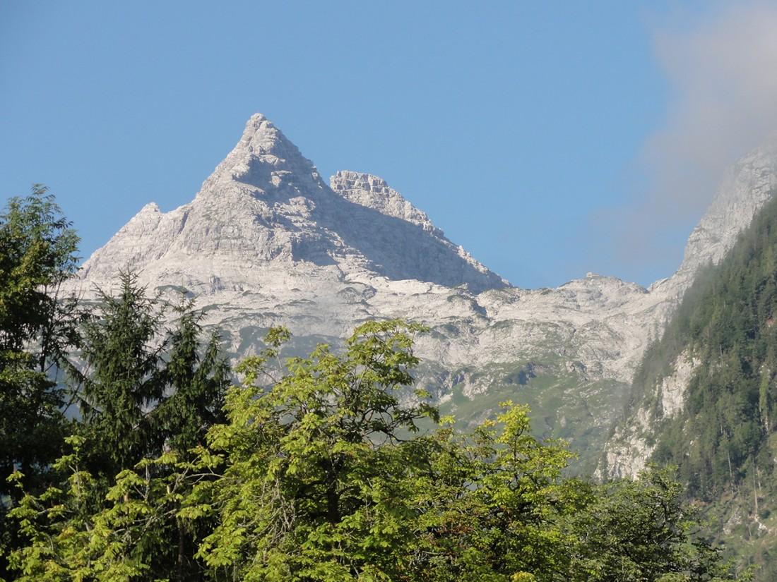 Arnoweg: Das Große Reifhorn (2488 m) und die Schmidt-Zabierow-Hütte rechts davon