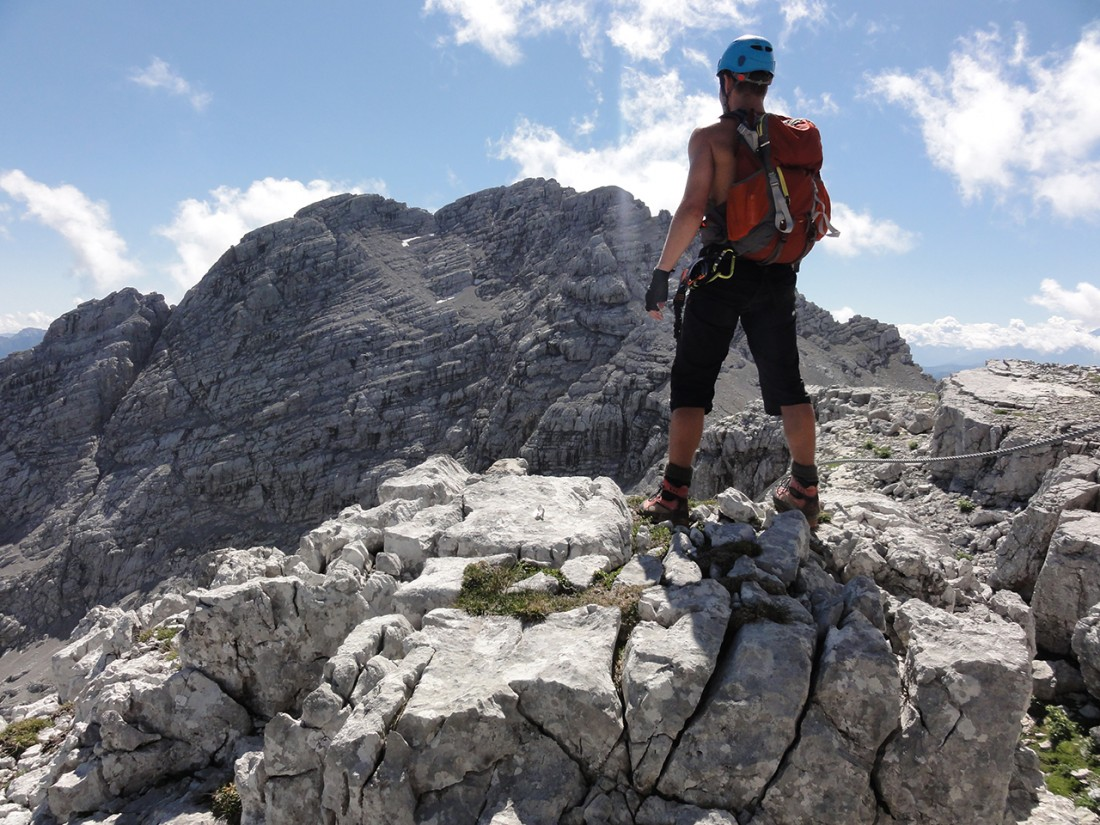 Arnoweg: Am Ende des Klettersteigs Wilder Hund mit Blick Richtung Großes Reifhorn (2488 m)