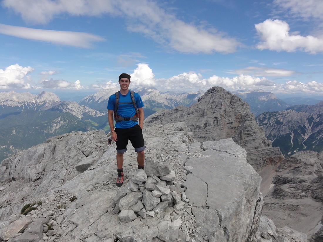 Arnoweg: Der eigentliche Gipfel des Großen Reifhorn (2488 m) mit Ochsenhorn (2511 m) im Hintergrund
