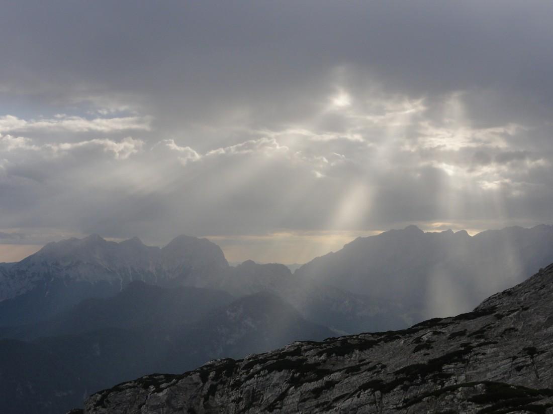 Arnoweg: Auf der 10. Etappe des Arnowegs kommen erste Sonnenstrahlen durch