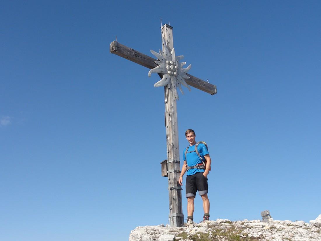 Arnoweg: Gipfelkreuz des Ochsenhorns