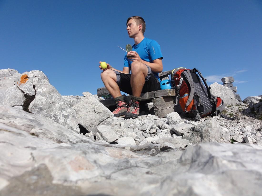 Arnoweg: Frühstücken bei herrlichem Wetter und Panorama am Ochsenhorn (2511 m)