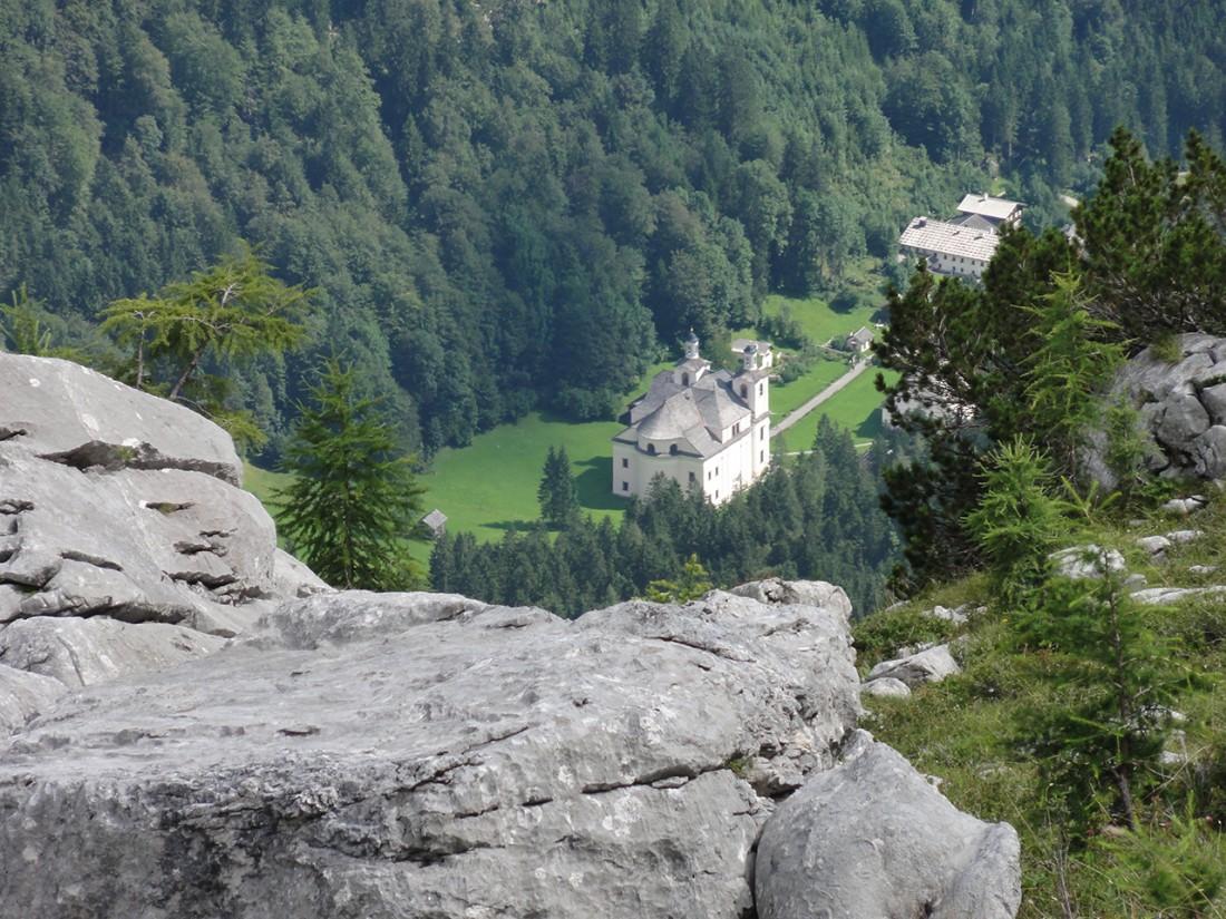 """Arnoweg: Von weitem sieht man den """"Pinzgauer Dom"""" im Kirchental"""