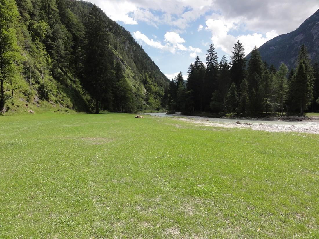 Arnoweg: Über Wiesen und entlang der Saalach nach Weißbach