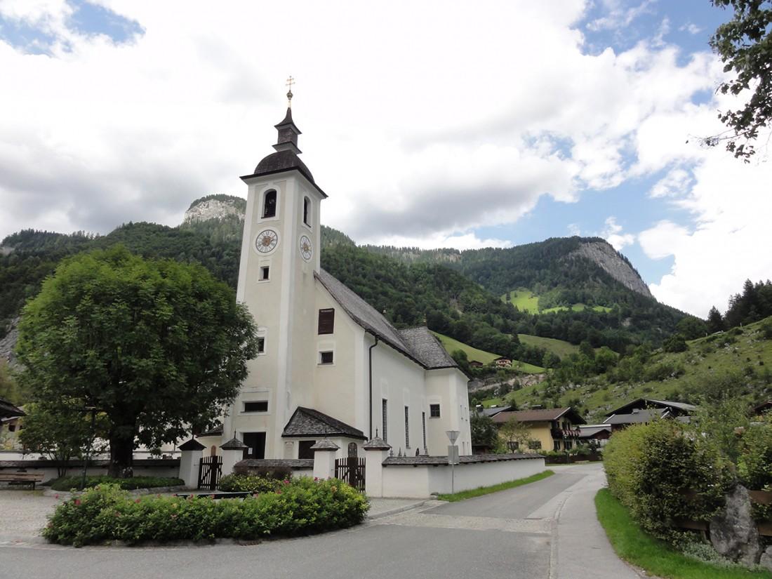 Arnoweg: Das Etappenziel: die Kirche von Weißbach bei Lofer