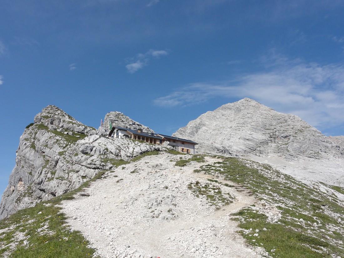 Arnoweg: Passauer Hütte und Birnhorn (2634 m) im Hintergrund