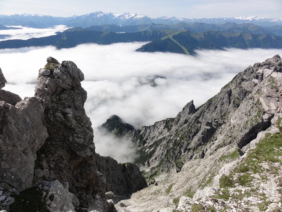 Arnoweg: Großartige Aussicht über dem Wolkenmeer mit Großglockner und Großvenediger am Alpenhauptkamm