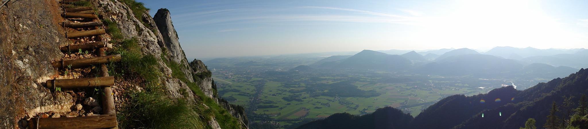 Arnoweg: Die Stiegen des Doppler-Steigs auf den Untersberg mit Ausblick über Salzburg