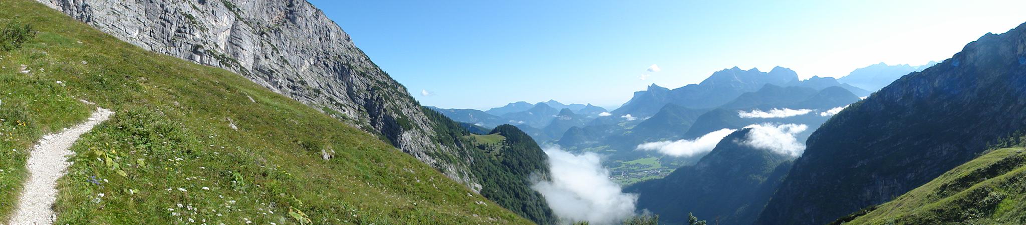 Arnoweg: Der Aufstieg zur Schmidt-Zabierow-Hütte in den Loferer Steinbergen mit Blick zurück nach Lofer