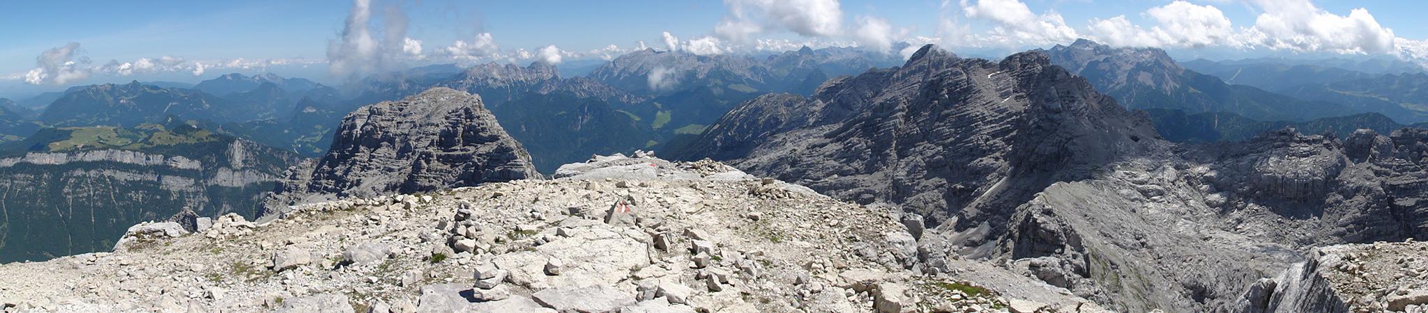Arnoweg: Ausblick vom Großen Hinterhorn (2506 m) über die Reiter Alpe, Steinernes Meer, Ochsenhorn, Gr. Reifhorn und Leoganger Steinberge