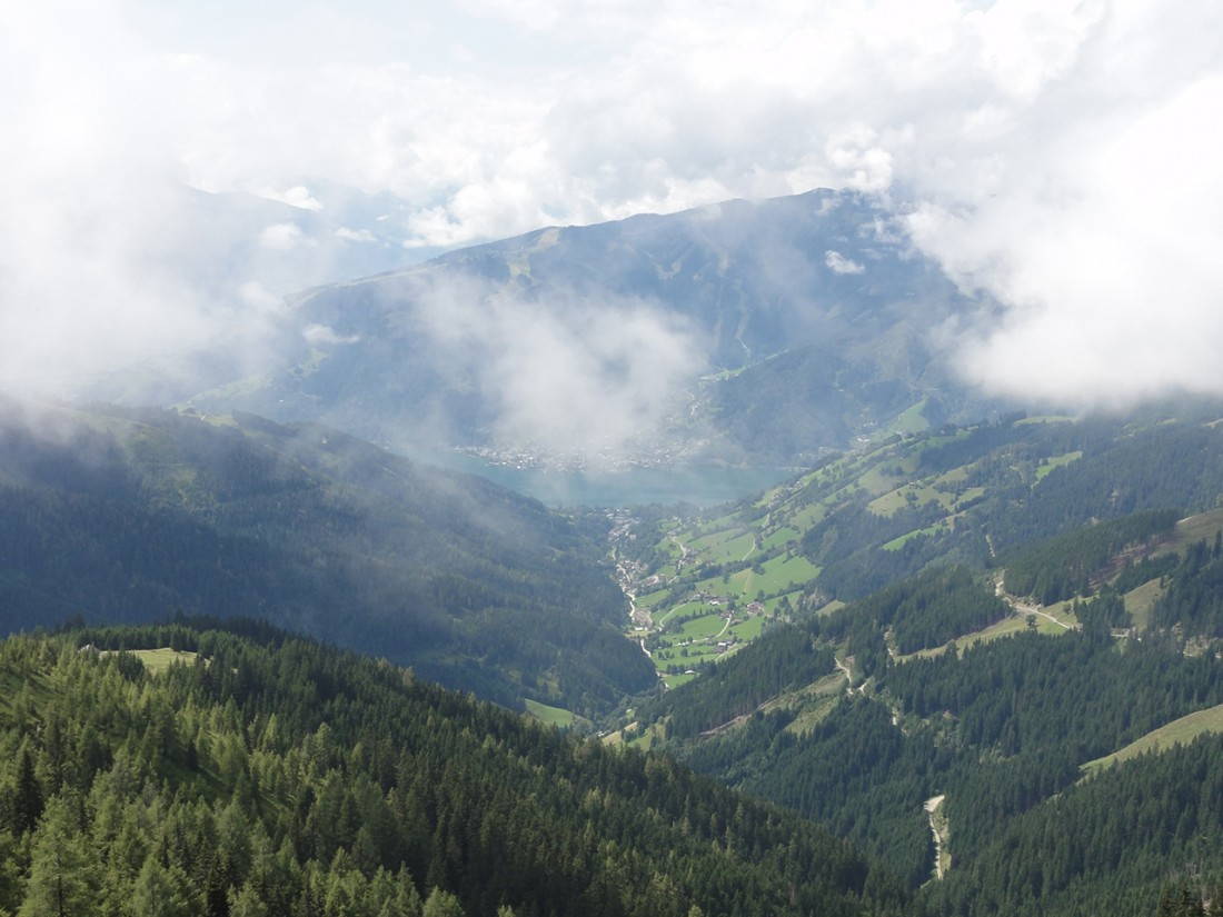 Arnoweg: Beim Abstieg Richtung Thumersbach konnte man Zell am See schon von Weitem erkennen.