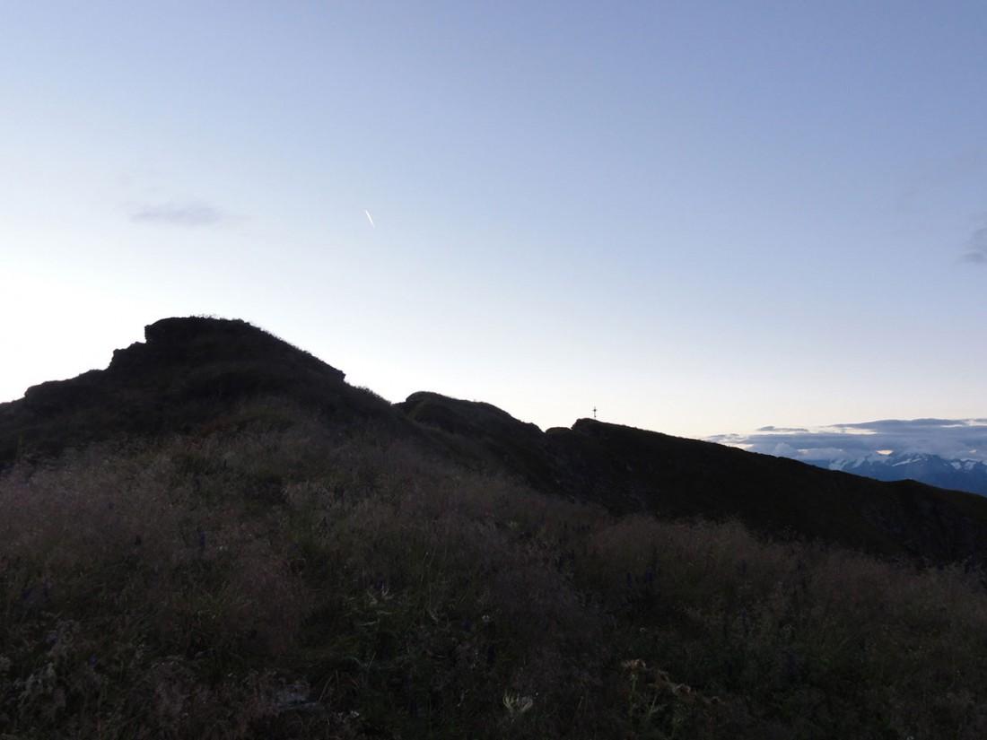 Arnoweg: Das Kreuz des Gaißssteins von Weitem