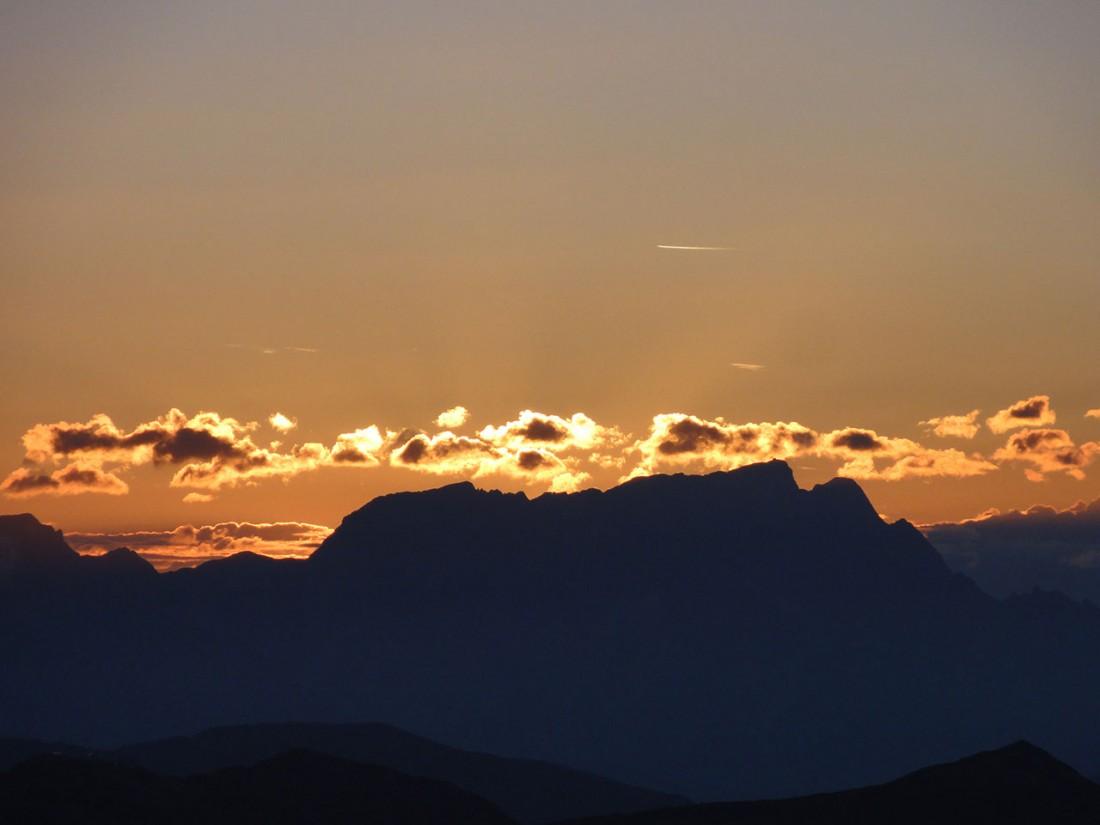 Arnoweg: Der Sonnenaufgang am Gaißstein ist ein imposantes Spektakel.