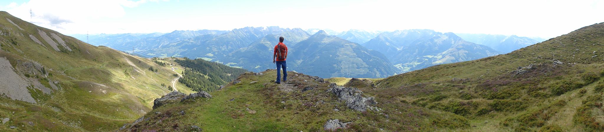 Arnoweg: Entlang des Pinzgauer Spaziergang lässt sich das grandiose Panorama des Alpenhauptkamms genießen.