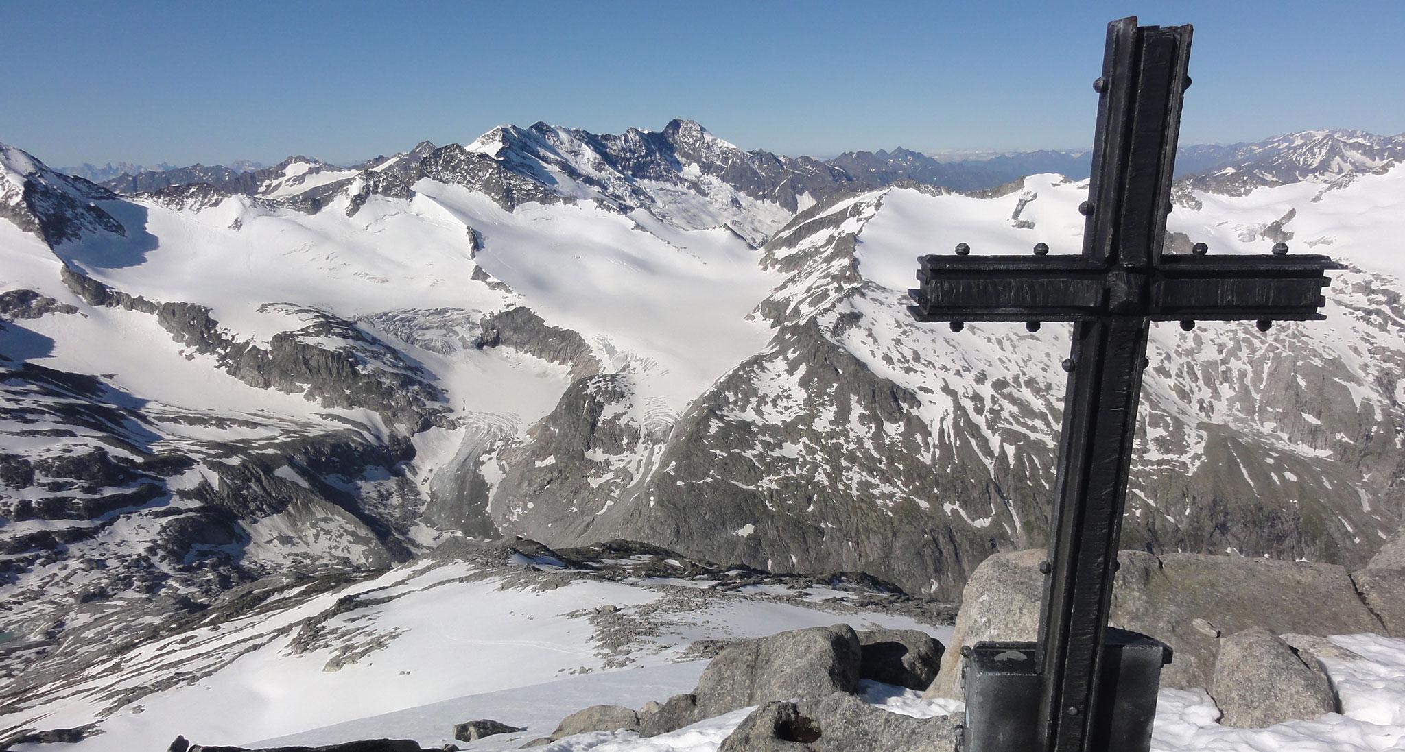 Arnoweg: Blick vom Keeskogel über der Kürsinger Hütte Richtung Obersulzbachkees und Dreiherrenspitze
