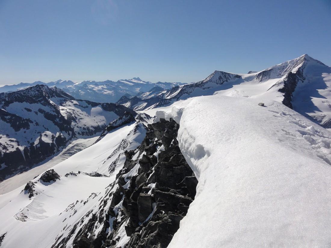 Arnoweg: Der Gipfel des Keeskogel ist eine einzige Schneewächte.