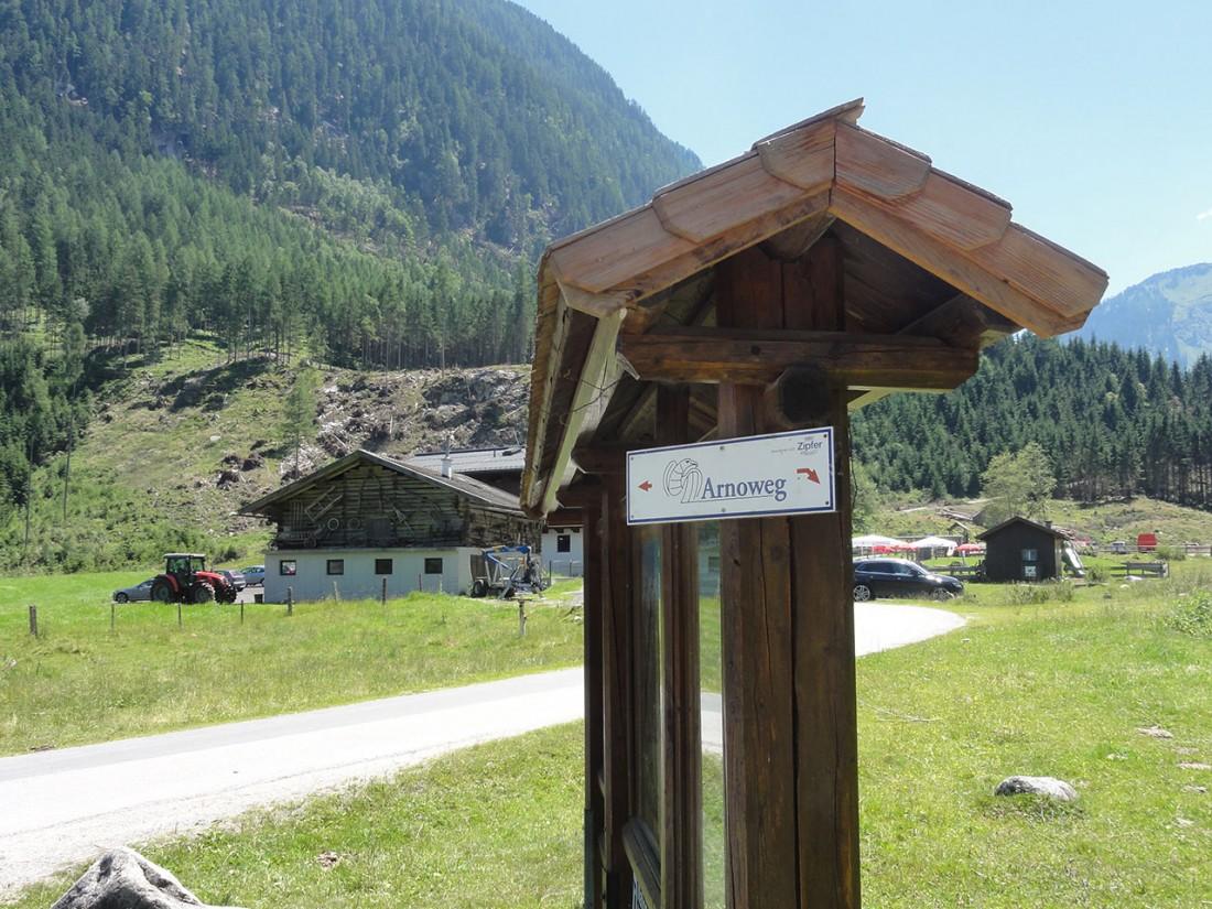 Arnoweg: Arnoweg-Schild beim Gasthof Siggen