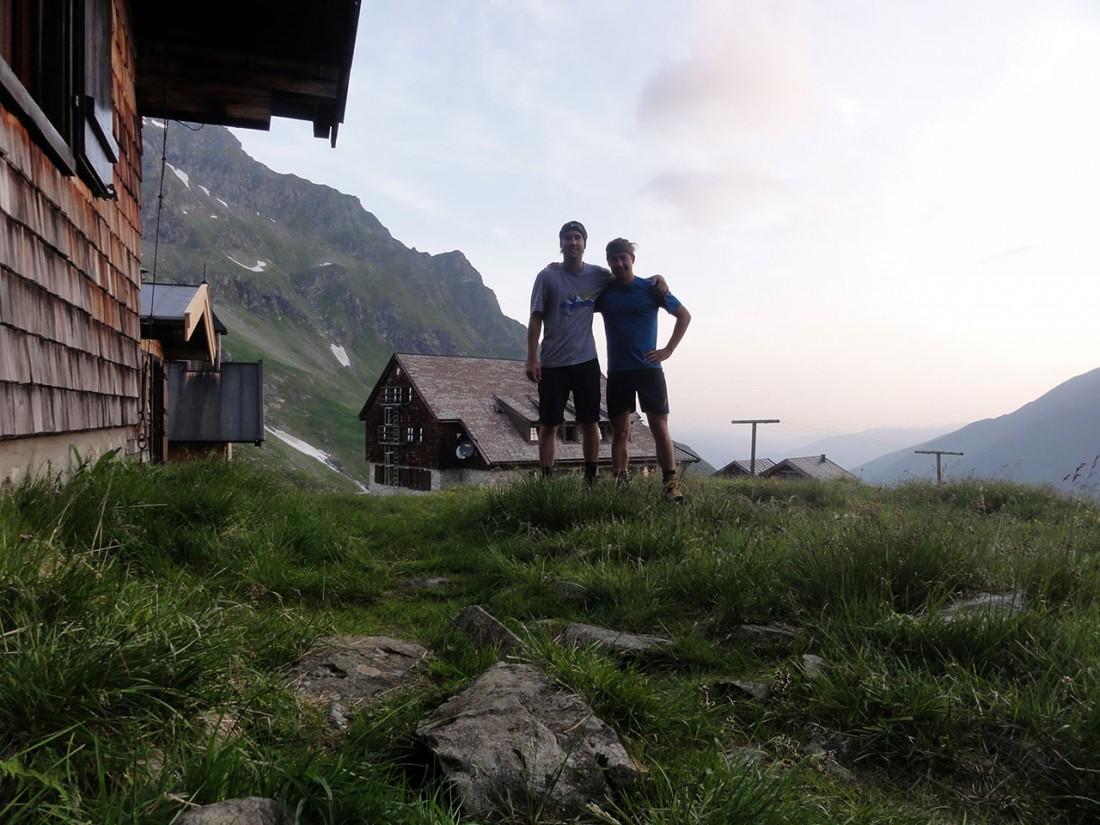 Arnoweg: Hoch motiviert geht's früh von der Neuen Fürther Hütte los