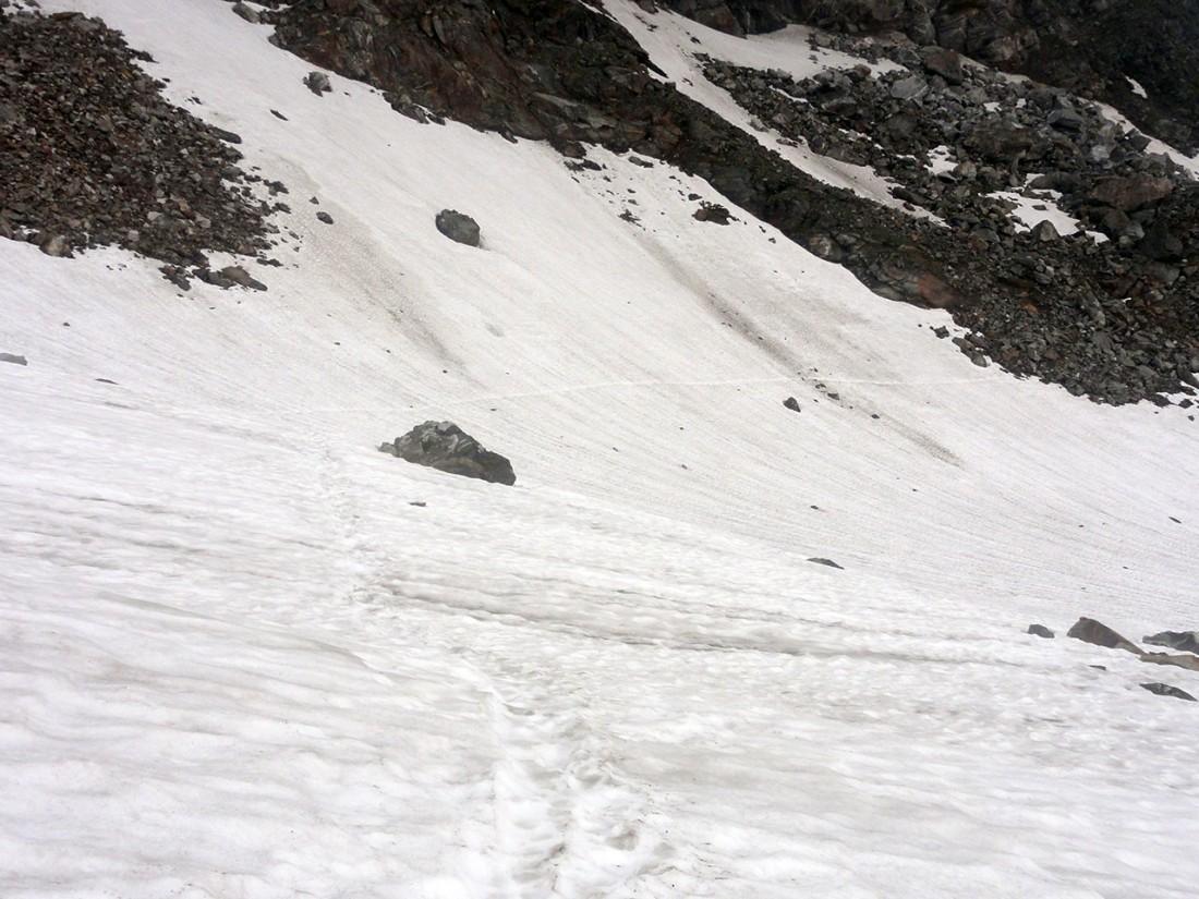 Arnoweg: Die verschneite Westflanke des Abretterkopf