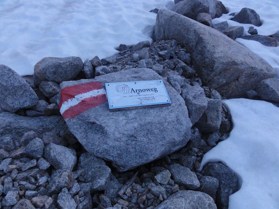 Arnoweg: Wegmarkierung vor der Karl-Fürst-Hütte