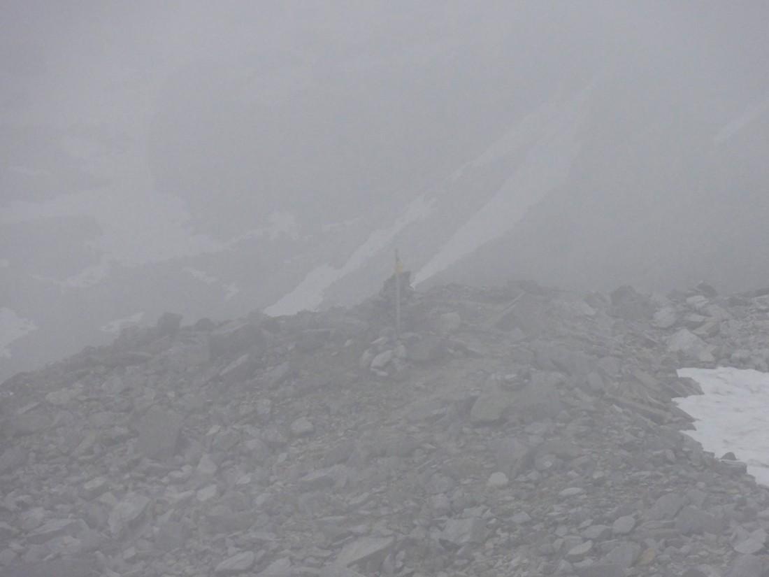 Arnoweg: Erleichterung: ein Wegweiser nach der Gletscherüberquerung
