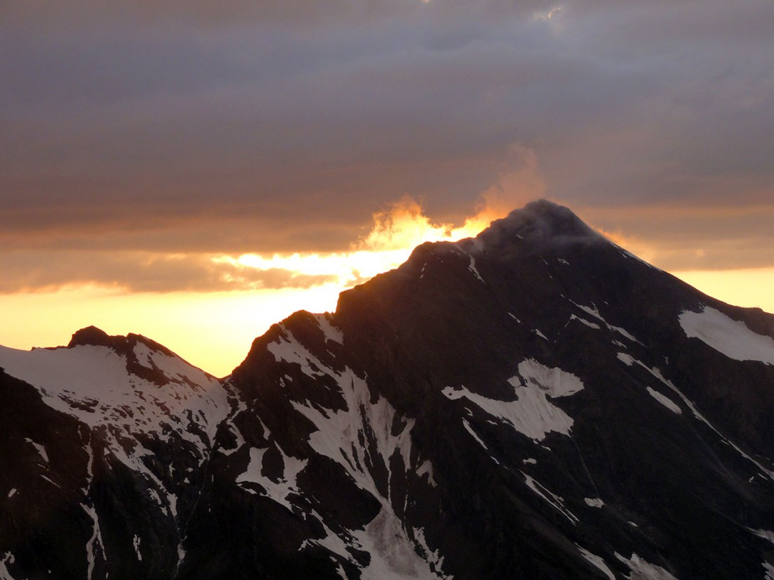 Arnoweg: Atemberaubender Sonnenuntergang hinter dem Kitzsteinhorn