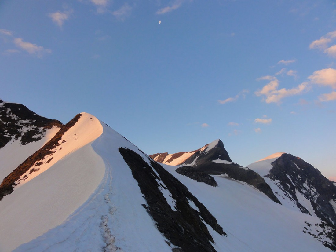 Arnoweg: Sonnenaufgang am Kaindlgrat