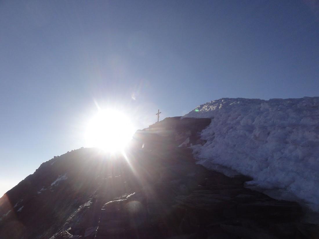 Arnoweg: Das Gipfelkreuz des Großen Wiesbachhorns