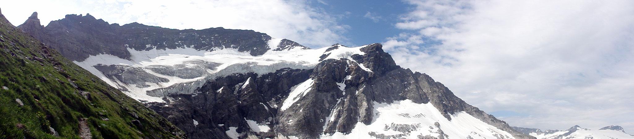 Arnoweg: Der mächtige Gletscherbruch des oberen Rifflkees unter der Hohen Riffl (3338 m)