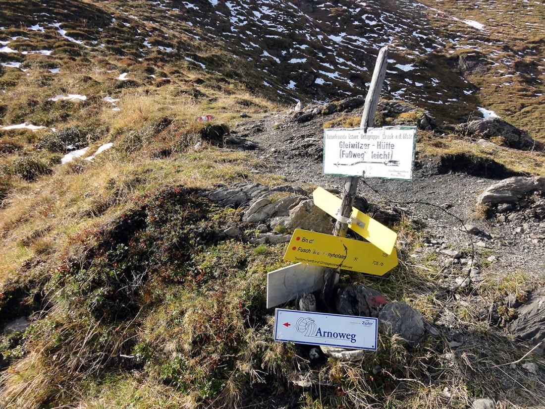 Arnoweg: Ab diesem Wegweiser verlässt man den Aufstieg auf das Imgachhorn (2470 m) Richtung Gleiwitzer Hütte.