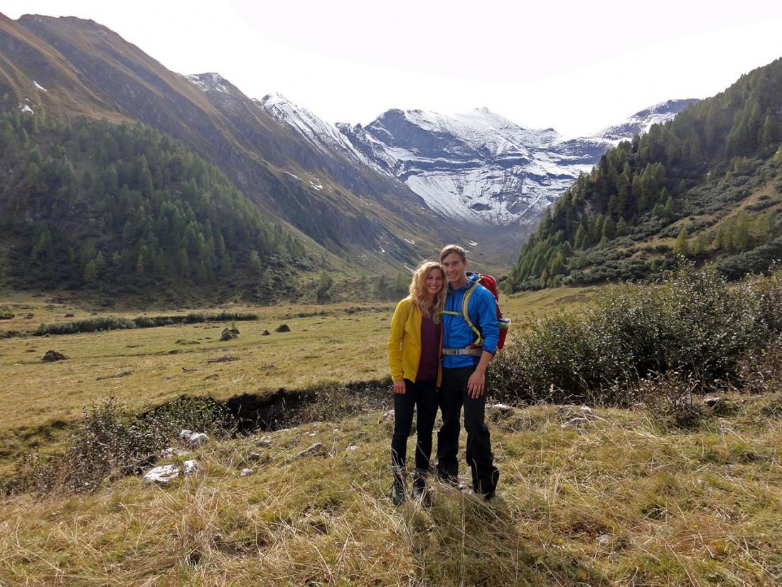 Arnoweg: Erinnerungsfoto vor dem Hohen Tenn an die erste Arnoweg-Etappe mit meiner Freundin Babsi