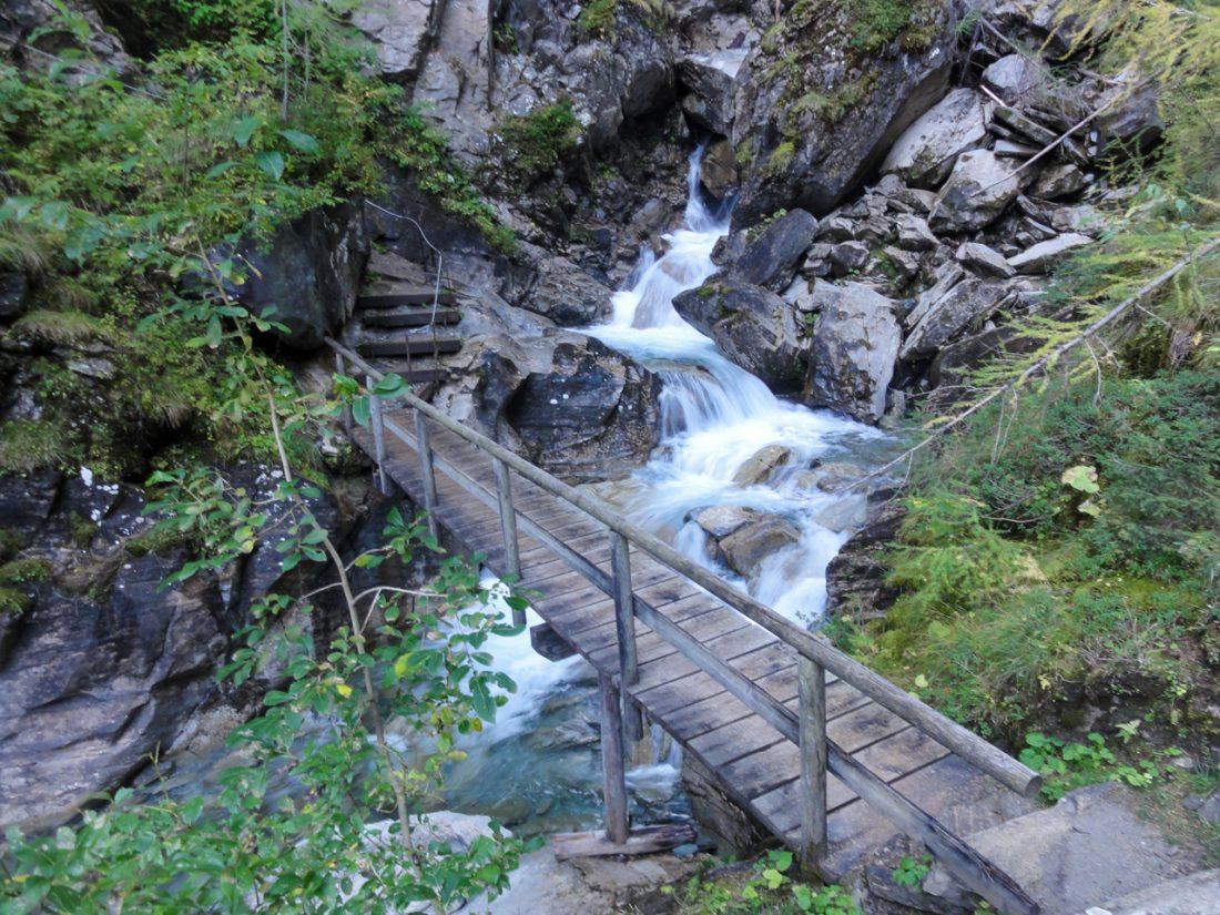 Arnoweg: Unter dem Leiterfall in der Möllschlucht