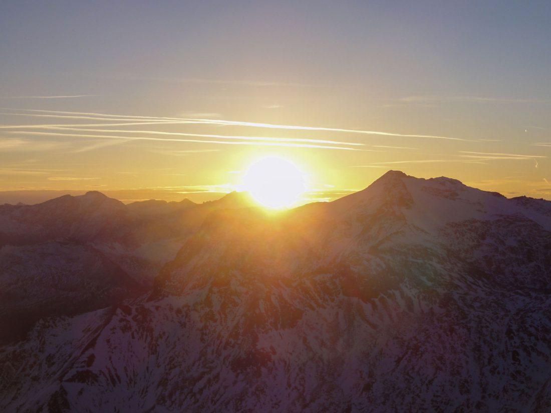 Arnoweg: Die Sonne beginnt kurz nach 7:00 Uhr zu strahlen.