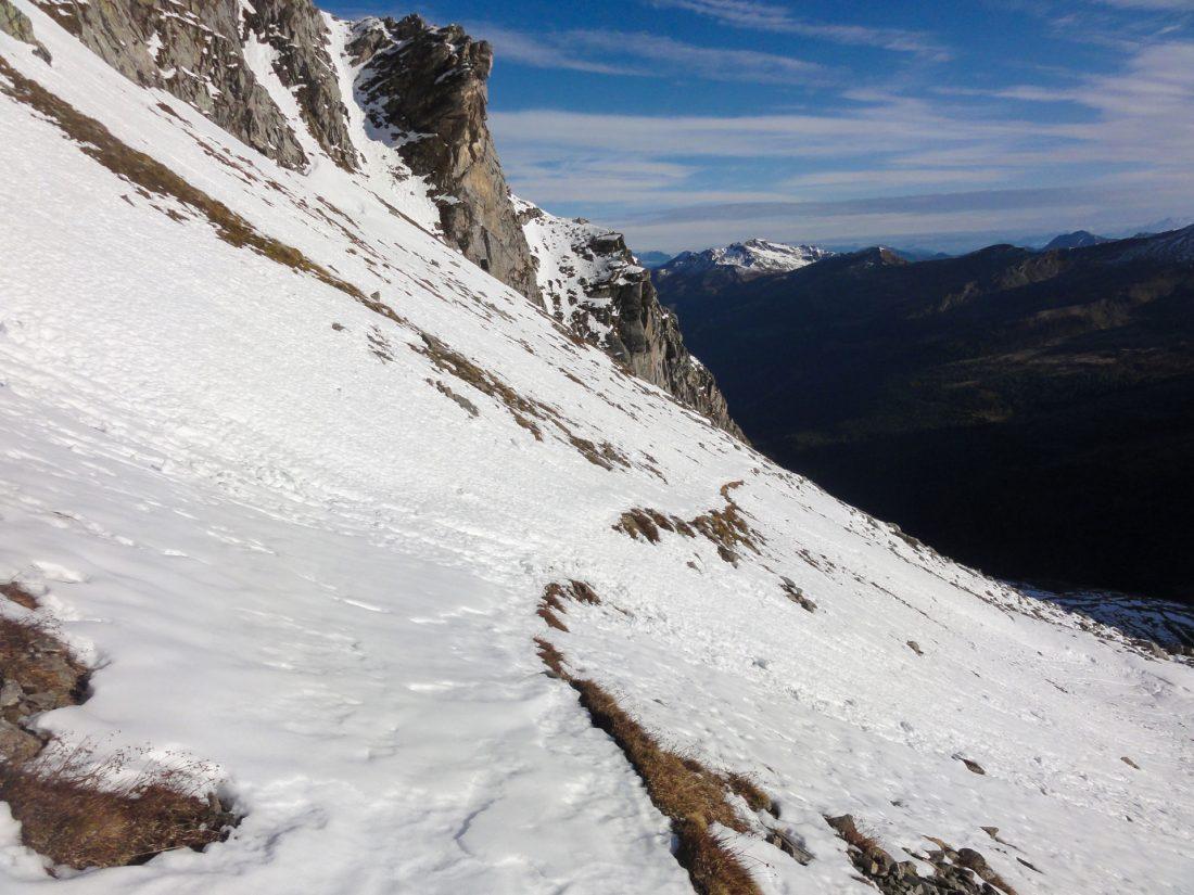 Arnoweg: Der Weg am Abstieg zum Naturfreundehaus Neubau lässt sich trotz Schnee gut erkennen.