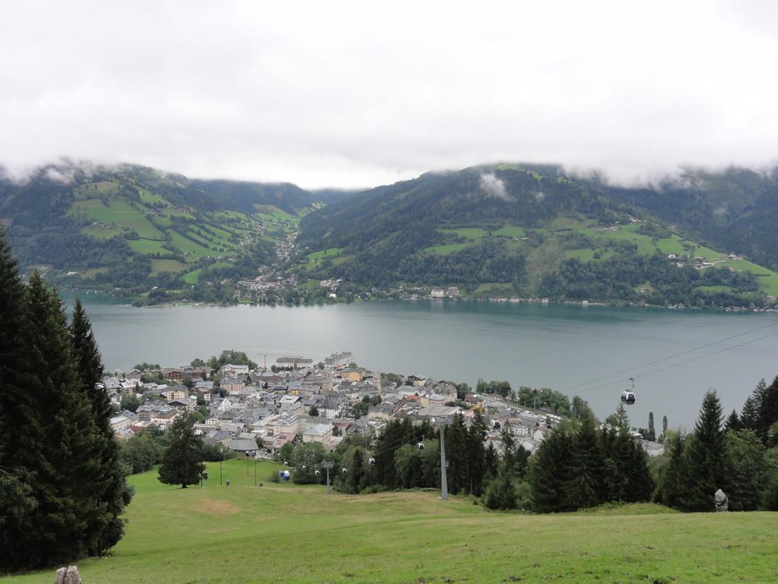 Arnoweg: Beim Anstieg der 15. Etappe auf die Schmittenhöhe hat man einen herrlichen Blick über Zell am See