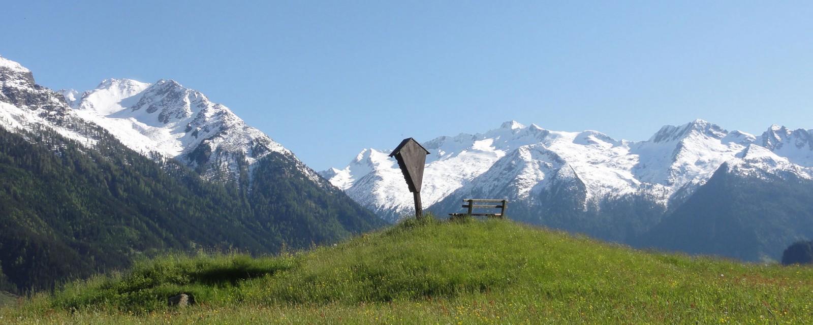 Arnoweg: Herrlicher Ausblick über den Alpenhauptkamm auf der 18. Etappe nach Krimml