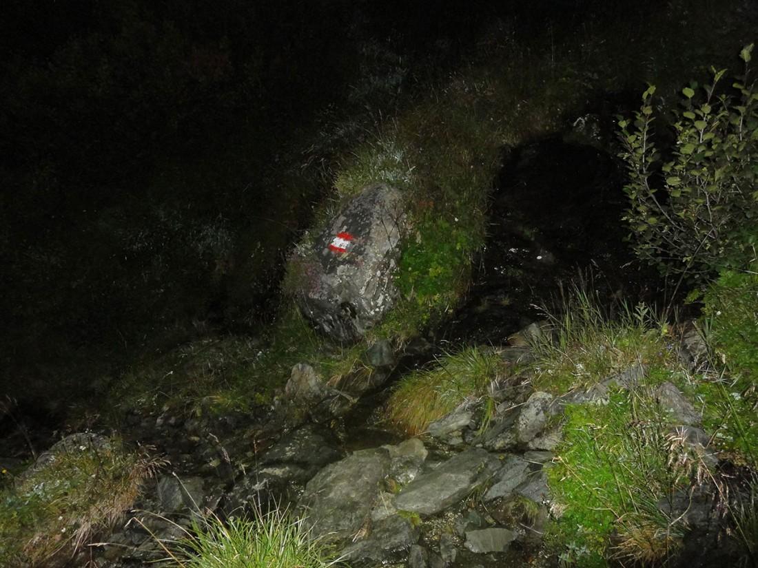 Arnoweg: Der Weg von der Bürgl-Hütte auf den Gaißstein ist vor allem in der Nacht nur schwer erkennbar.