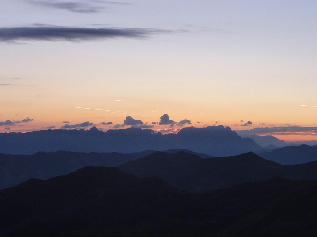 Arnoweg: Kurz vor dem Sonnenaufgang auf dem Gaißstein (2363 m)