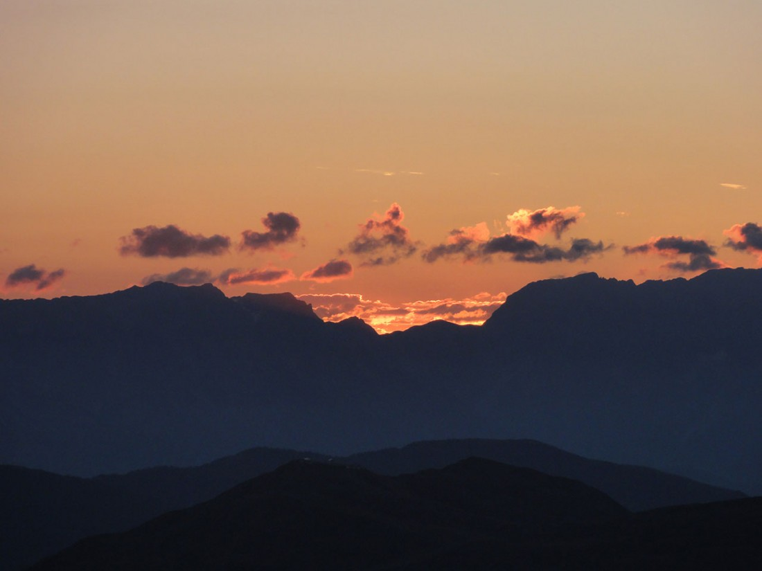 Arnoweg: Die Sonne kämpft sich empor