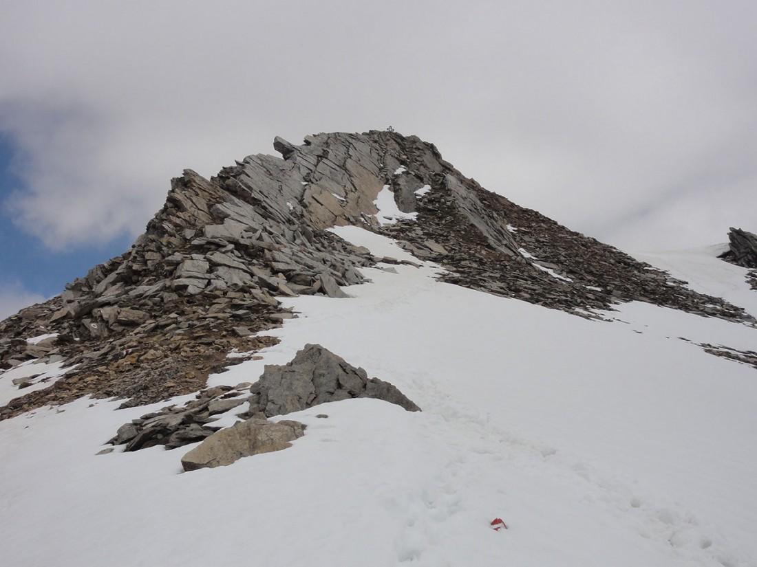 Arnoweg: Das verschneite Gamsspitzl bildet den vorläufigen Scheitelpunkt der 20. Etappe.